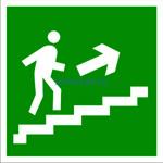 E-15 Направление к эвакуационному выходу по лестнице вверх направо - табличка на пластике - знак безопасности
